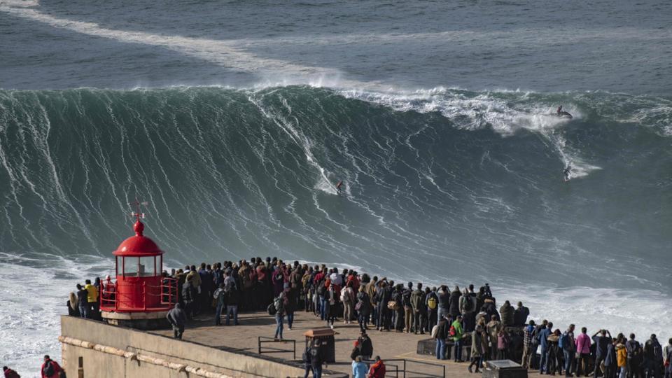 22.11.2019 Portugal Nazare Brasilianer Rodrigo Koxa auf einer big wave